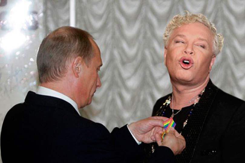 Путин награждает Моисеева