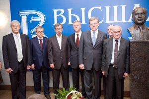 Влияние ВШЭ на экономику и политику России