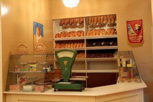 Раньше в СССР хлеб был лучше и никогда не плесневел, а просто засыхал