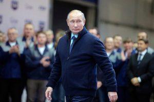 Путин играет в долгую и даже раздает козырей, однако народу от этого не легче