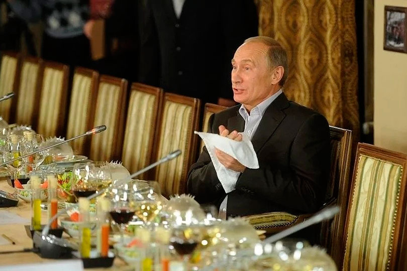 Путин кушает